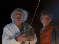U všech Skotů! Dnes je den, kdy k nám z minulosti přicestoval Marty McFly a doktor Emmett Brown