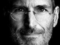 Jak by vypadal Apple, kdyby ho stále vedl Steve Jobs?
