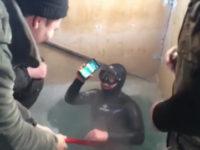 iPhone 7 Plus ruského rybáře přežil 13 hodinový pobyt na dně zmrzlé řeky