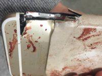 Žena přežila útok v Manchesteru díky svému iPhonu