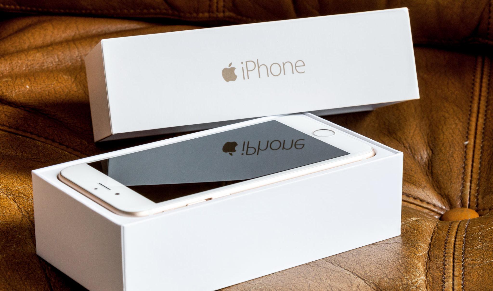Pašerák schoval kilo kokainu do krabice od iPhonu. Dostal za to trest smrti