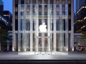 Hodinky Apple Watch půjde brzy zakoupit přímo na prodejnách