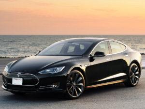 Apple Watch dostávají novou aplikaci pro ovládání elektromobilu Tesla Model S