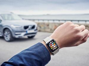 Volvo jde s dobou: Aplikace pro Apple Watch zvládne ovládat palubní funkce vozu