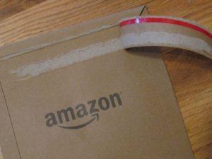 Skladník Amazonu byl zatčen za krádež desítek iPhonů