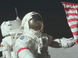 Tip na originální tapetu: NASA zveřejnila tisíce úžasných fotografií z misí Apollo