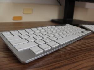 Recenze Trust klávesnice pro iPad: Sázka na kabel se vyplatila