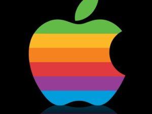 Podívejte se, jak se během dvou dekád vyvíjel vzhled webových stránek Applu