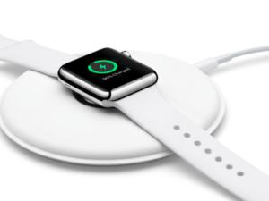 Apple začal prodávat originální dokovací stanici pro hodinky Apple Watch (video)