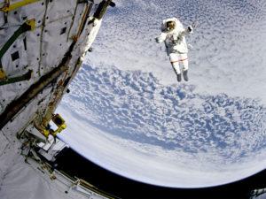 """Už vás nudí vaše práce? Zkuste zaslat CV do NASA. Hledá zaměstnance pro práci v """"zahraničí"""""""