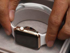 Lék krátkou výdrž Apple Watch. Brzy si budete moci pořídit řemínek s flexibilní baterií