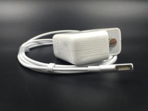 Apple svolává k výměně nabíječek, které mohou uživatele vážně poranit
