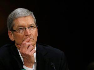 Rozumná regulace při práci s osobními daty je na místě, řekl ke skandálu Facebooku Tim Cook