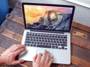 Letošní Macbooky dostanou grafické čipy Polaris od AMD. Co to přinese v praxi?