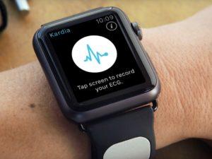 Kardia: Přidejte svým Apple Watch senzor pro měření EKG