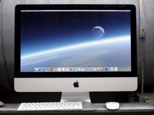 Apple zůstává na špici v prodejích počítačů: Klesající poptávku však odvrátit nedokázal