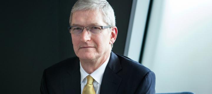 Jak to bude s novým iPhonem 7? Tim Cook to vidí optimisticky.