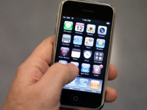 Bývalý inženýr Applu, rozpovídal o práci na prvním iPhonu a tajných projektech