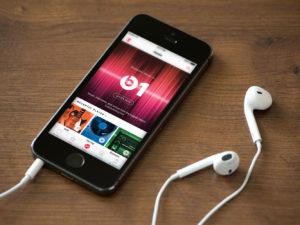 Nenasytný Apple chce hudebním vydavatelstvím vyplácet nižší podíly za streamování hudby