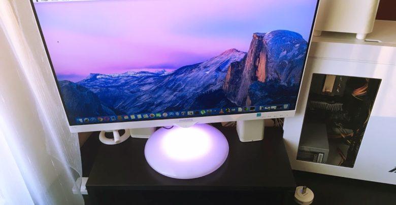 mohu připojit můj monitory k mému macbooku pro webové stránky sestry