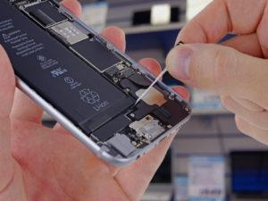 Lék na zpomalený iPhone? Pomoci vám může výměna akumulátoru