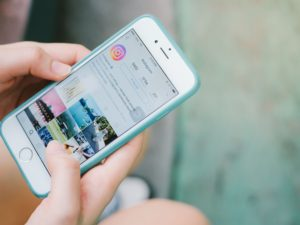 Šikana za podprsenky a přísné vedení: zaměstnanec Pegatronu prozradil, jak probíhá výroba iPhonů