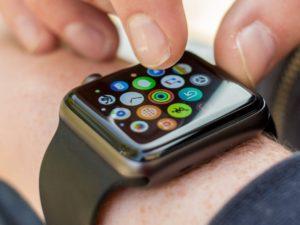 Apple Watch 4 přinesou větší displej a lepší výdrž baterie. Ukáží se na podzim
