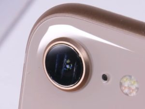 Škrábání, ohýbání, oheň a pád z výšky: podívejte se, jak iPhone 8 obstál v testu odolnosti