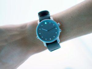 Společnost LunaR představila hybridní chytré hodinky se solárním napájením