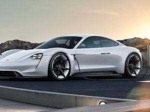 Porsche představilo elektrickou lahůdku jménem Mission E. Na silnici se objeví v roce 2019