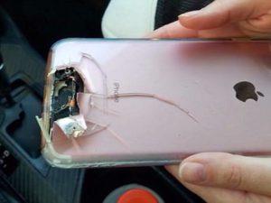 Žena přežila útok v Las Vegas díky svému iPhonu. Zastavil letící kulku