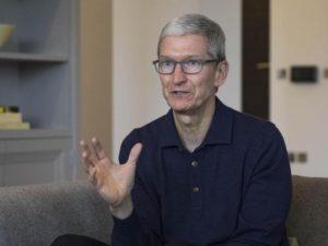 Apple do americké ekonomiky napumpuje stovky miliard dolarů. Chce investovat do vzdělávání a vrátit část výroby domů