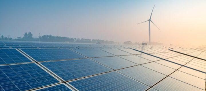 Solární energie se těší obrovské oblibě. Kdy ale nadobro odzvoní fosilnímu palivu?