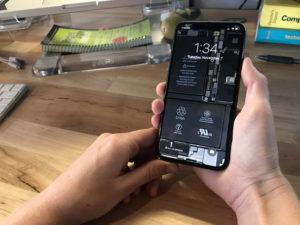 Stáhněte si originální tapetu s vnitřnostmi iPhonu X