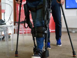 Ústní myš nebo vozík Free. Novináři poznali pomůcky, které lidem s handicapy  výrazně ulehčují život
