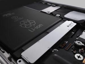 Apple snižuje ceny nových baterií. Promyšlený marketingový tah nebo černé svědomí?