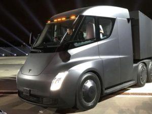 Elektrický tahač Tesla Semi byl poprvé spatřen v ulicích města. Je tichý jako myška