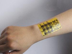 Vědci vynalezli elektronickou kůži, která se umí sama léčit a je recyklovatelná