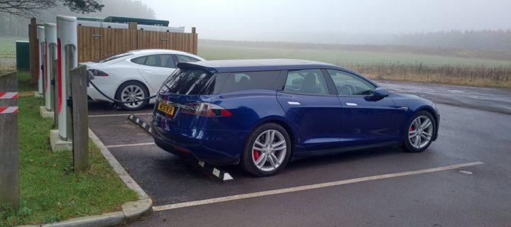 Parta nadšenců přestavěla Tesla Model S na verzi kombi. Vypadá lépe než originál
