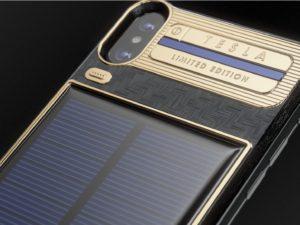 iPhone X Tesla: limitovaná edice výročního iPhonu za sto tisíc nabídne solární panel a přídavnou baterii