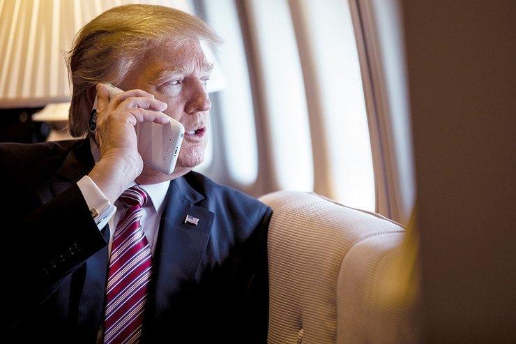 Donald Trump používá dva iPhony. Jeden z nich má pouze na tweetování