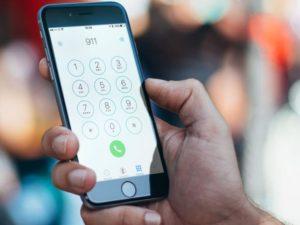 Nová funkce v iOS 12 pomůže zachraňovat životy. Záchranářům vyšle přesnou polohu volajícího