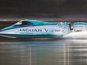 Jaguar stanovil nový rychlostní rekord pro lodě s elektrickým pohonem