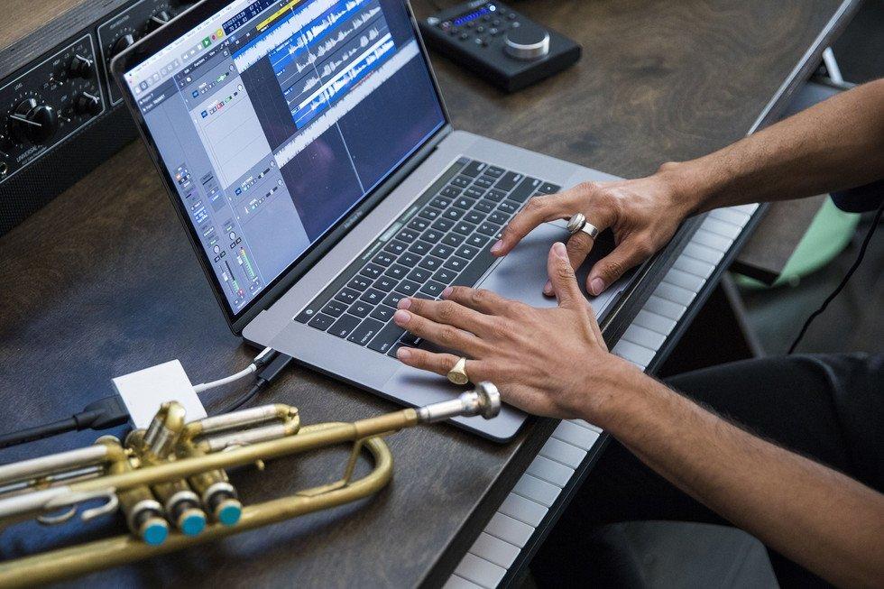 MacBook Pro 2018 je podle prvních testů jedním z nejvýkonnějších notebooků na světě