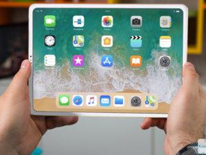 Apple brzy představí nový iPad Pro. Jeho nákresy odhalily tajemný prvek na zadní straně