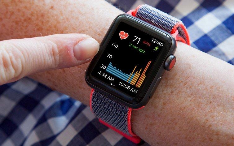 Apple Watch si připsaly záchranu dalšího života. Pomohly odhalit krevní sraženiny