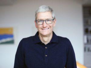 Tim Cook dostane 2,6 miliardy korun jako odměnu za dobré hospodaření Applu